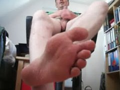 Lick my porn smelly feet while I hub jerk off for you