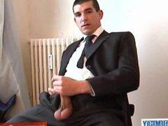 Hetero guy do gonzo it better: Guillaume xxx serviced by a guy despite of himself!
