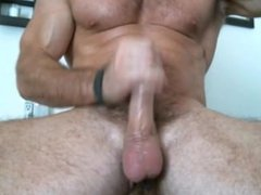 muscled hunk porn jerks off