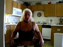 Kitchen Bitch doin her anal chores