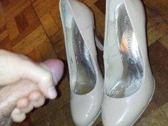 Cum on wifes heels