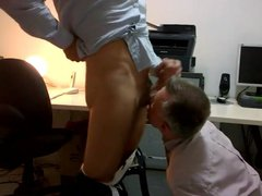 Daddy sucking porn cock at the office hub after work with facial