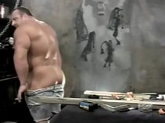 Off-Season Bodybuilder strips gonzo and gets worshipped