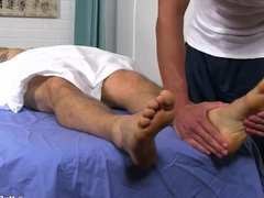 KC sex enjoys a relaxing xnxx foot massage combined with foot worship