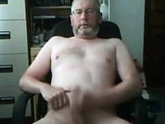 Silver bearded porn daddy bear on cam