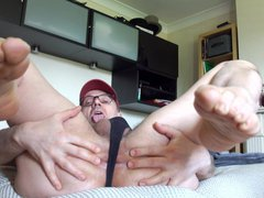 HOLE AND FEET gonzo SHOW